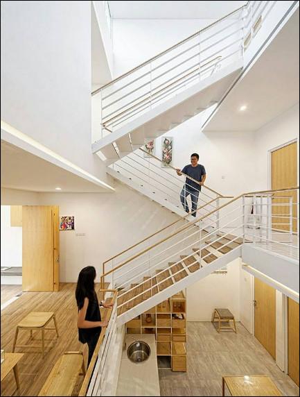 interior rumah mungil modern minimalis ruang tamu dan tangga