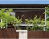 pagar cantik kontemporer alami dengan kayu dan tumbuhan