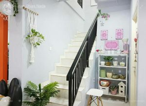 tangga minimalis menuju ke lantai 2