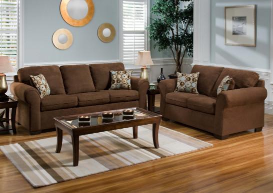 ruang tamu elegan dengan sofa coklat