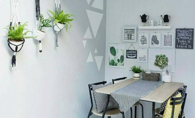 wall decor di ruang makan
