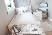 kamar tidur sempit bergaya shabby chic untuk anak gadis
