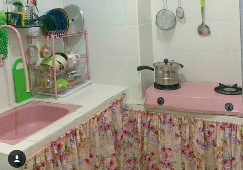 Gorden Kolong Dapur Warna Hijau Tirai Pink Cantik