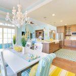 interior keren ruang makan dan dapur tosca kuning