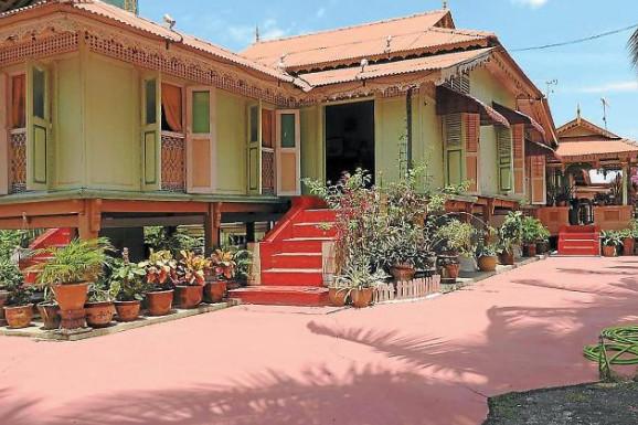 rumah panggung di desa