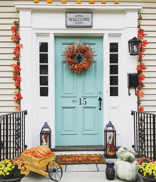desain pintu rumah warna biru tosca cantik