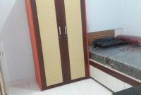 kamar kosan dengan fasilitas lemari dan kasur