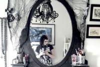 cermin meja rias tema gothic yang menyeramkan