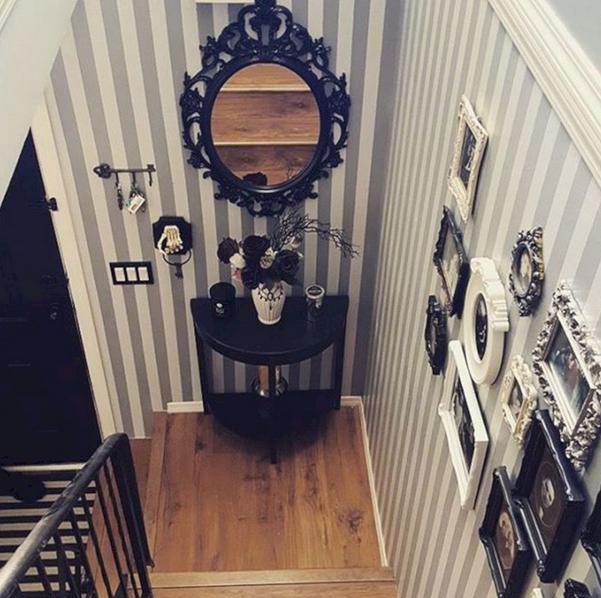 lorong tangga nuansa hitam putih