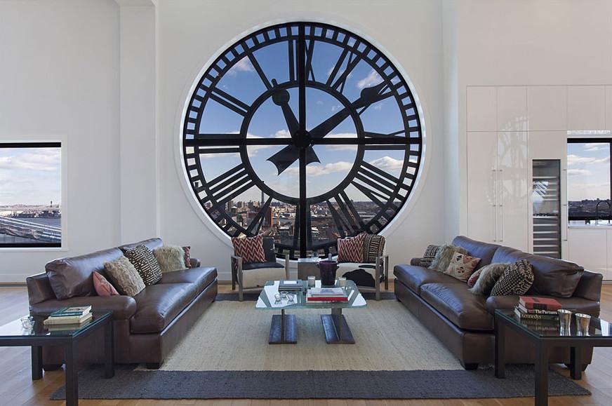 jam dinding yang besar