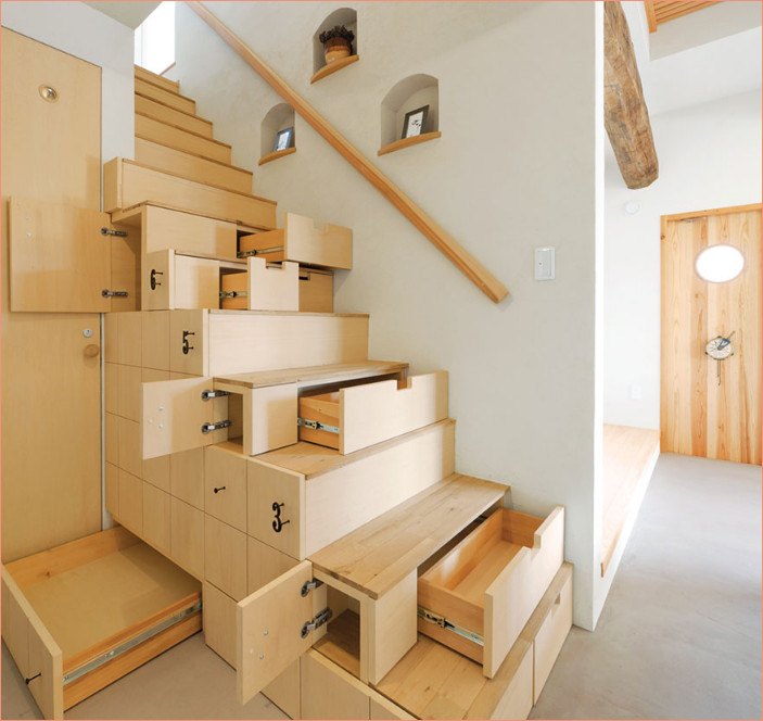 tangga yang dijadikan multi rak