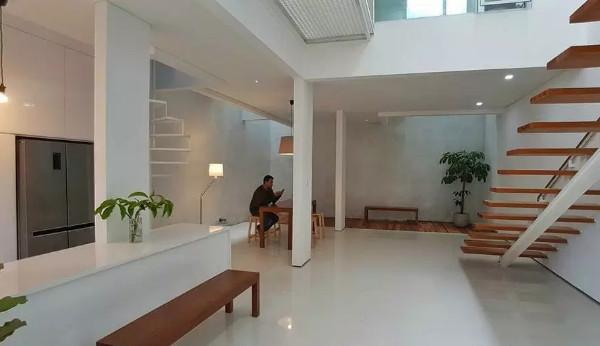 bersantai di dalam ruang tunggu