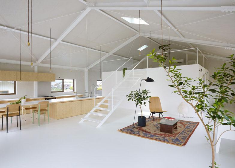 keren abis desain mezzanine ruangan dalam rumahnya