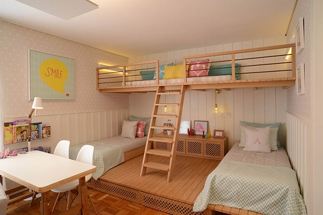 mezanine dari kayu untuk kamar tidur anak kecil yang lucu nuansa pink