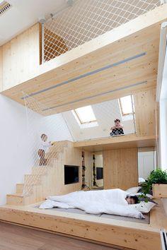 ruang kamar anak memakai mezanine untuk kasur dan area bermain