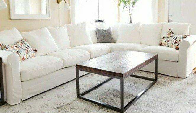 Sofa Nyaman Warna Putih Ruang Keluarga