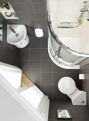 kamar mandi kecil mini banget di sudut rumah