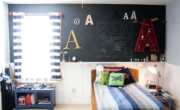 dekorasi ruangan kamar lucu ada papan tulisnya