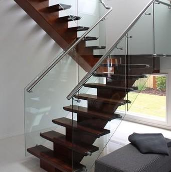 railing tangga kaca bagus unik