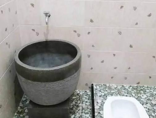 kamar mandi kecil bak kendi