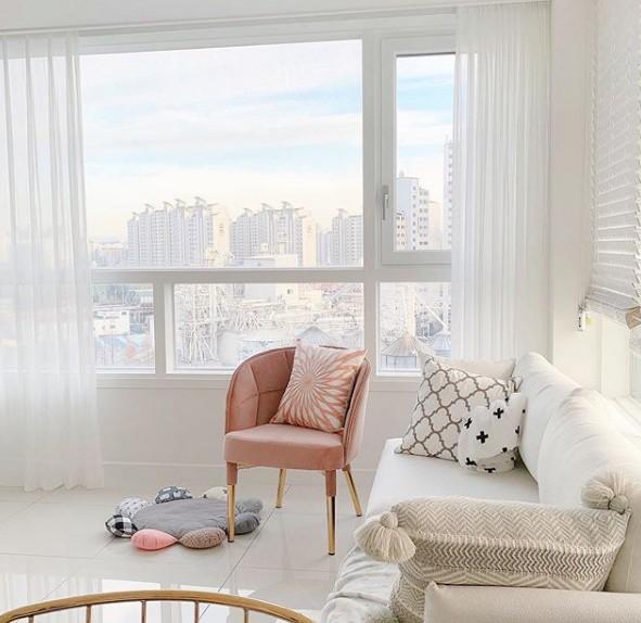 ruang tamu pada apartemen yang minimalis