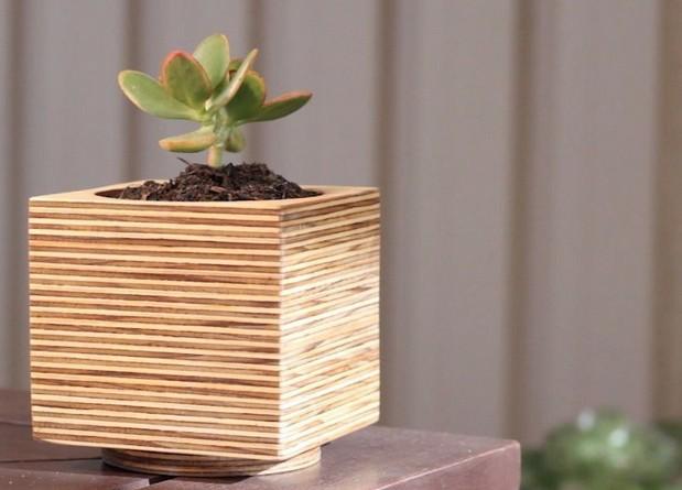 Desain Pot Bunga Dari Triplek yang Keren