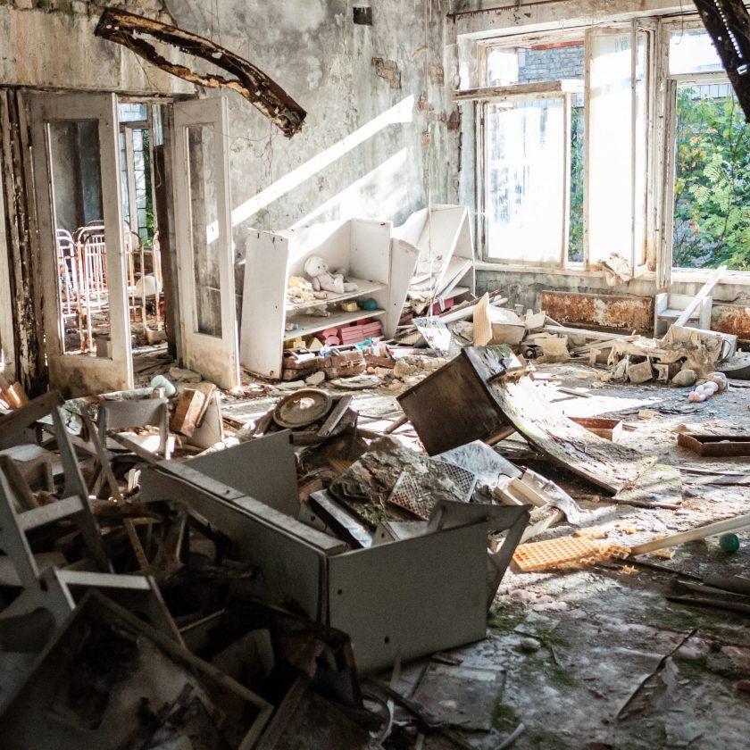 Atap rumah rusak akibat rumah lama tidak dirawat