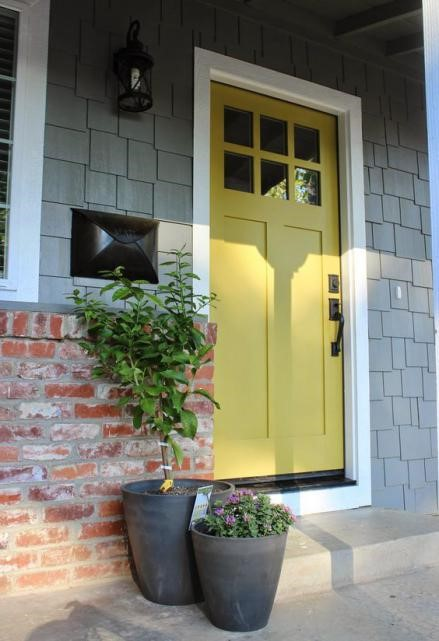 Pintu Kayu dengan Cat Kayu Avian
