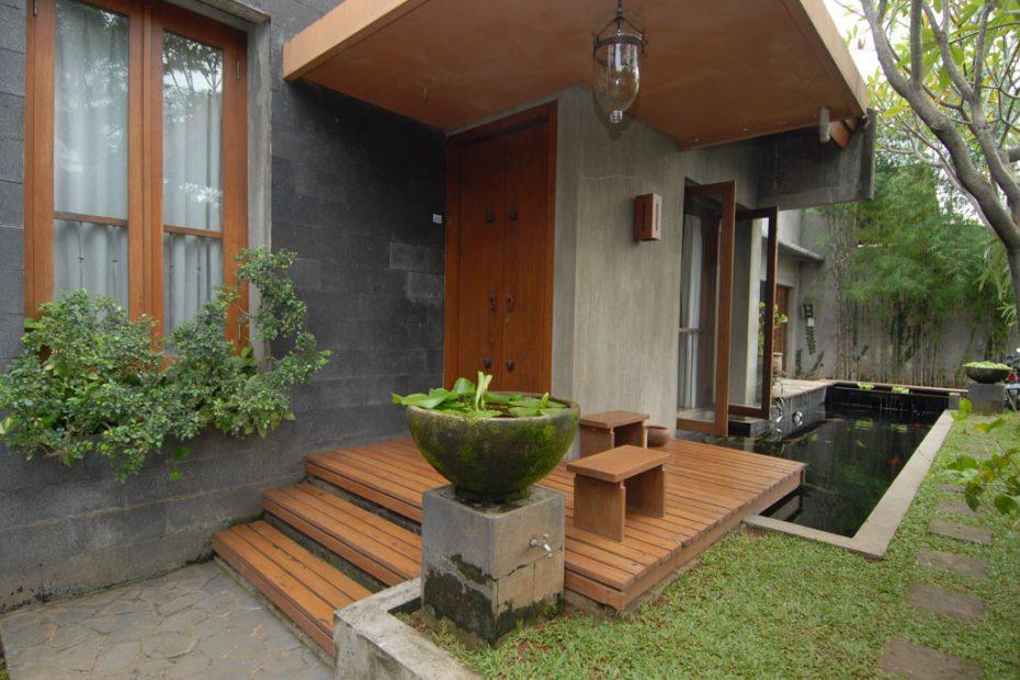 Model Rumah Pintu Samping