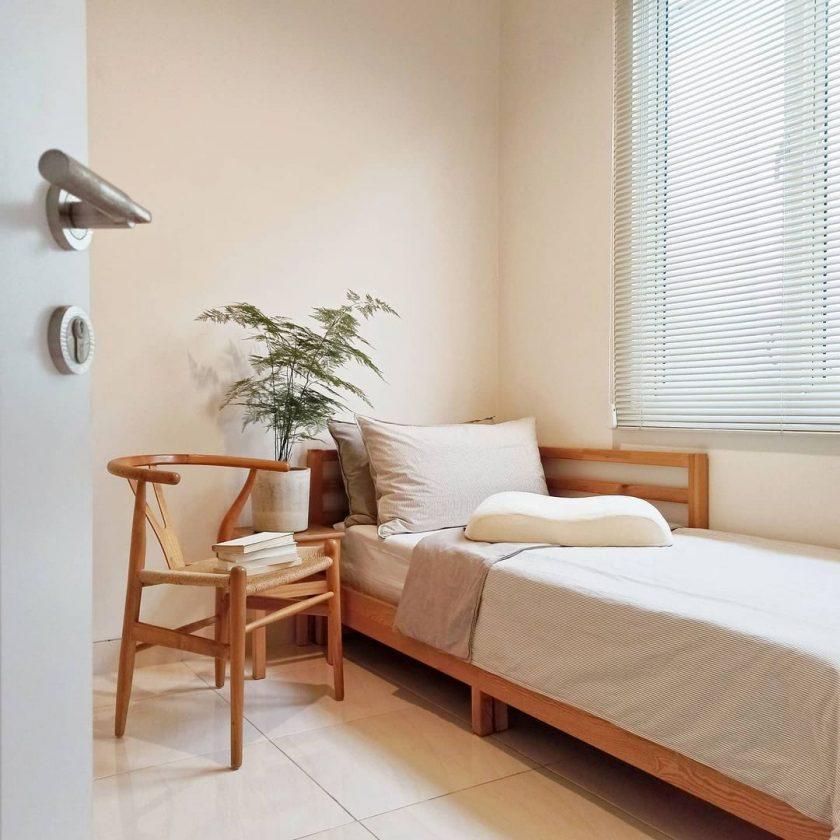 Kamar tidur sehat kecil sederhana
